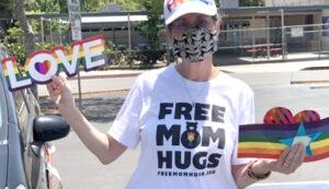 echoes-free-m0m-hugs